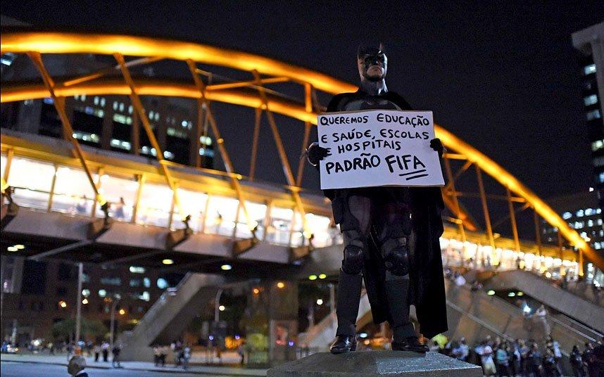 copa do mundo brasil batman rio de janeiro CHRISTOPHE SIMON-AFP